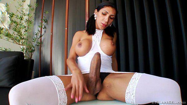 Xvideos travesti dotada se exibindo pelada