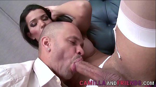 Caindo de boca na piroca antes do sexo quente
