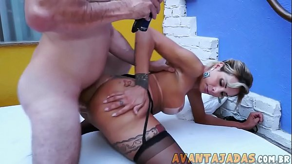 Avantajadas xxx sexo com travecona loira cuzuda