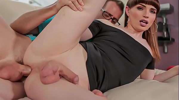 Porno e sexo HD com trans branquinha feminina
